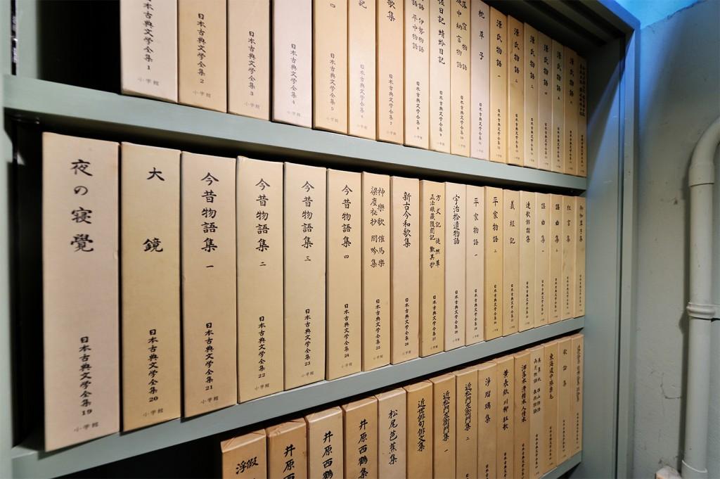 自習室(日本古典文学全集 全巻)